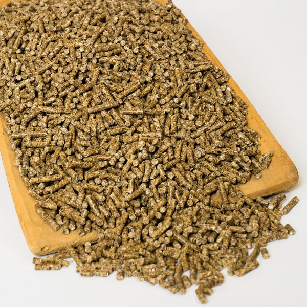Kraftfutter-Pellets für Pferde auf Vollkorngetreide-Basis